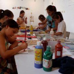 A rajzolás és festés állandó programunk.